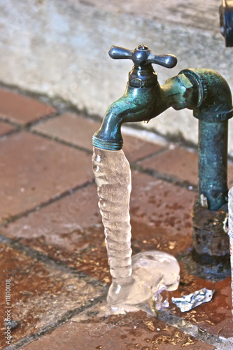 frozen dripping faucet - 11810108