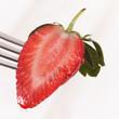 Erdbeere halbiert auf Gabel