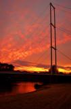 Fototapeta Fototapety mosty linowy / wiszący - Zachód słońca nad jedynym mostem wiszącym w Polsce dla pieszych © Hello