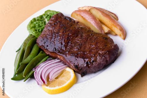 roastbeef steak mit roten kartoffeln gr nen bohnen von svenja98 lizenzfreies foto 11848110 auf. Black Bedroom Furniture Sets. Home Design Ideas