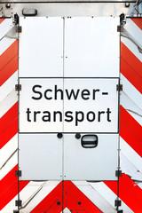 """Schriftzug """"Schwerlasttransport"""""""