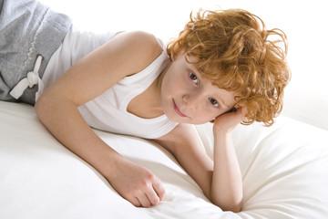 Rotschopf im Bett