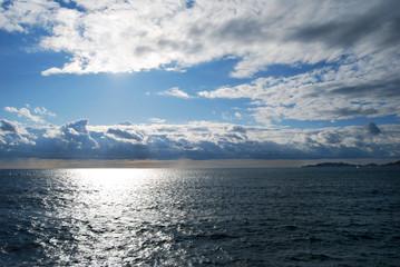 Ciel nuageux sur la mer Méditerrannée