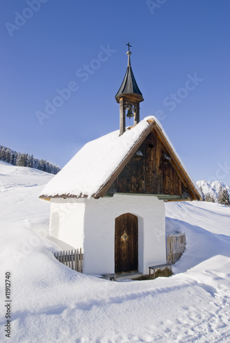 Leinwanddruck Bild Kapelle in den Bergen