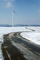 Straße zum Windrad