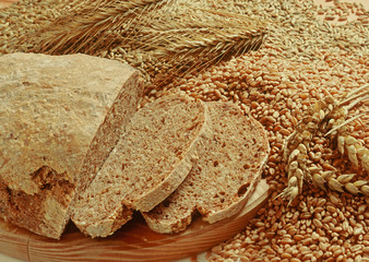 Vollkornbrot mit Körnern/whole meal bread with grain