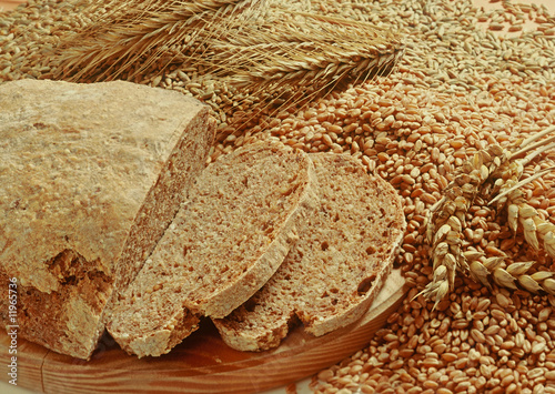 Vollkornbrot mit Körnern/whole meal bread with grain