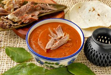 Mole con barbacoa de cordero. México