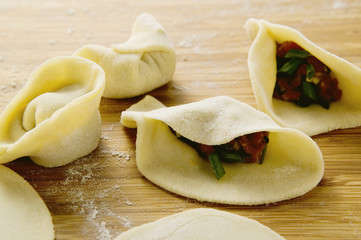 making pasta parcels with loin of beef (china)