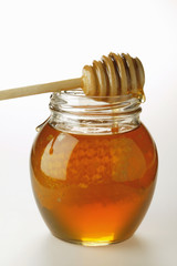 honey in jar with honeycomb
