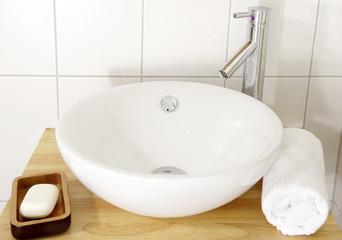 Waschtisch - Handtuch - Seife- Close