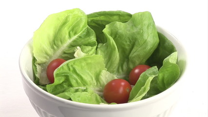 Green salad with tomatoes