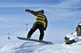 Aeroski: snowboarder in full flight