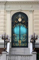 porte d'entrée d'un hotel particulier