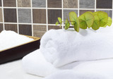 Fototapety Sauna Handtuch mit Eucaluptus und  Sauna salz