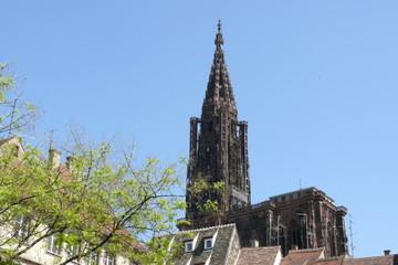 campanile sopra i tetti