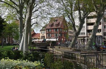 casa giardino e canale