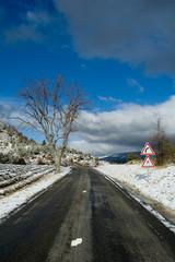 Col de Peyruergue route de provence sous la neige et le vent