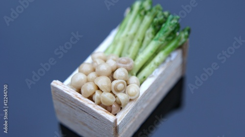 Asparagus and mushrooms in box
