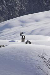 Schornstein verschneite Dächer