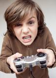 jeu vidéo console manette joystick addiction fou enfant tv poster
