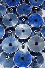 Generic gears form a pattern