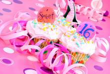 "Постер, картина, фотообои ""Pink Sweet Sixteen Party Cupcakes"""