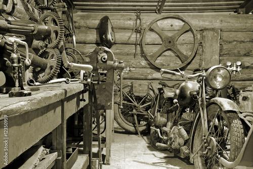 Garage. - 12350959