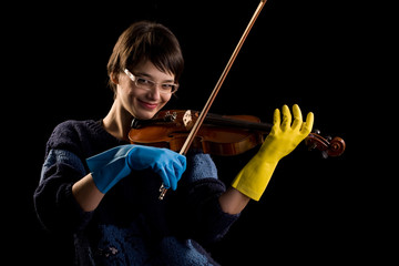 violinist playing in gloves