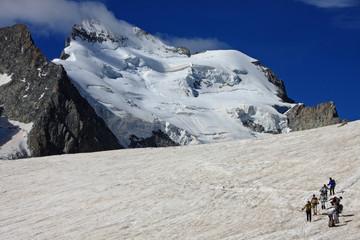 Alpinistes vers la barre des écrins