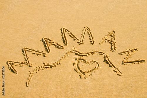coeur de maman dans le sable de el onore h photo libre de droits 12374304 sur. Black Bedroom Furniture Sets. Home Design Ideas