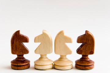 caballos de ajedrez enfrentados