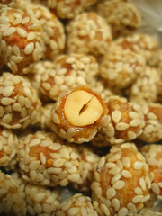 Many peanut in caramel and sesame