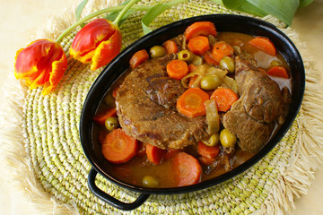 Braised beef shin with carrots, onions and green olives