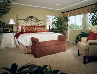 Coordinating Bedding and Window Treatment in Bedroom