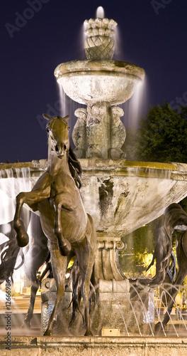 Leinwanddruck Bild Famous public fountain in downtown Scottsdale, Arizona