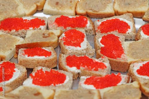 Des canap s au caviar d 39 aubergine et aux oeufs de lump for Canape de caviar
