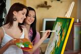 Junges Mädchen malt an einer Staffelei - Fine Art prints
