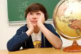 jeune Homme rêvant en classe poster