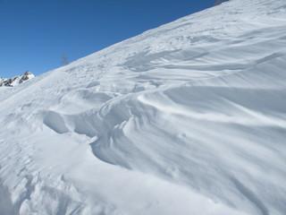 Erosion par le vent de la couche de neige