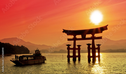 Foto Spatwand Japan Sunset view of Torii gate, Miyajima, Japan