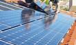 Leinwanddruck Bild - Ajustement des panneaux solaires