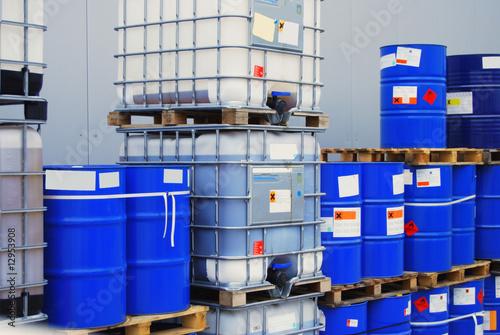Barrel on pallet - 12953908