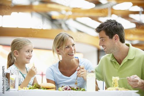 Rodzina Z Lunchem Razem W Centrum