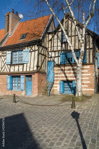 Maison ancienne dans la vieille ville d 39 amiens saint leu photo libre de droits sur la banque for Comment telecharger l image maisonjpg amiens