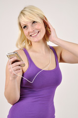 Frau mit MP3-Player