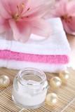 lilie handtücher badeperlen entspannung