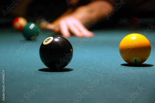 play billiards (pool) - 13048334