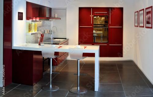 Stitched panorama de la cuisine bar rouge et blanche - Cuisine rouge et blanche ...