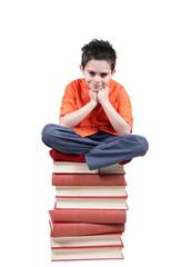 bambino sopra libri